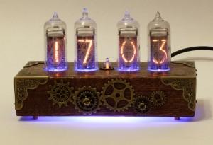 Ламповые часы в стиле Стимпанк в корпусе из сапеле