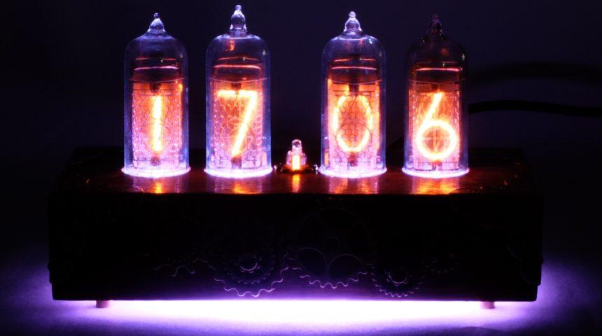Ламповые часы с RGB подсветкой