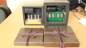 Часы на индикаторах в подарочной упаковке