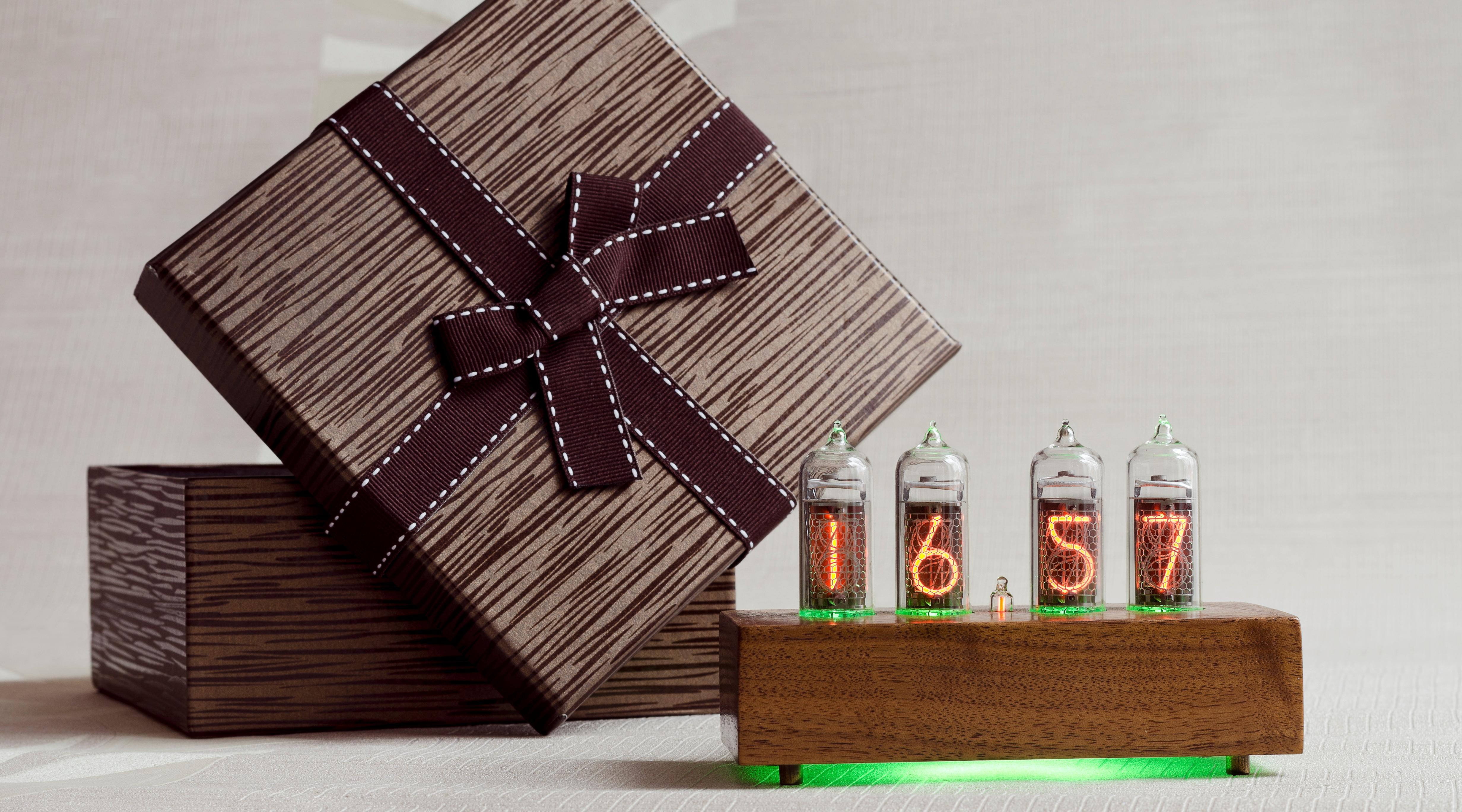 часы настольные в подарочной упаковке