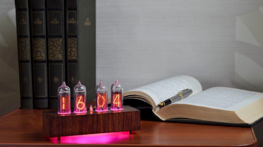 Винтажные ламповые часы