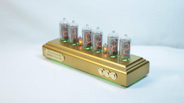 Продам 4 газоразрядных индикатора ин с панельками, с хранения.
