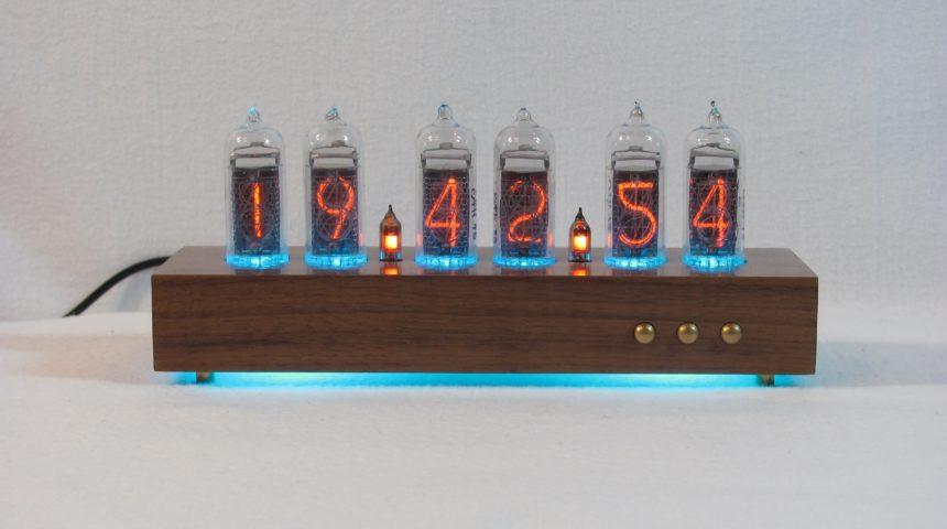 Отображение часов в формате: чч.мм.сс 2.